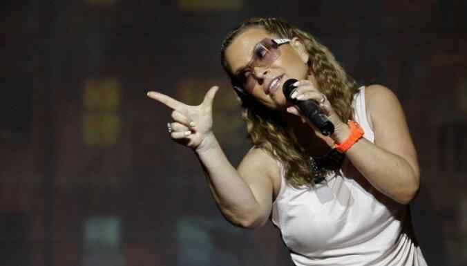 Певице Anastacia сделали операцию по удалению груди