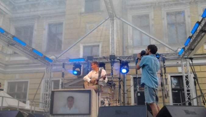 Ilja Lagutenko pārsteidz 'Piena' festivāla apmeklētājus