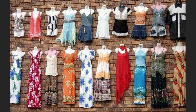 Sabiedrības dāmas, pašām to nezinot, reklamē uzņēmuma 'Humana' drēbes