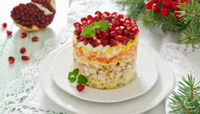 Krāšņais svētku salātu kārtojums