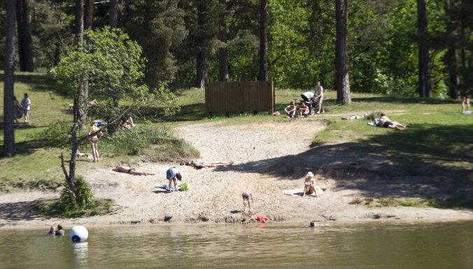 В озере Бабелитис вода прогрелась до +24 градусов, в море — до +18