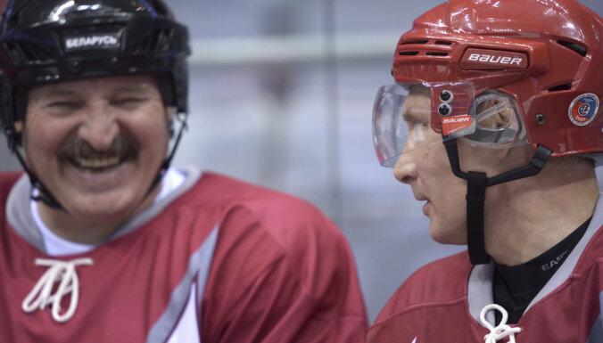 ВИДЕО: Кто из президентов лучше играет в хоккей — Путин или Лукашенко?