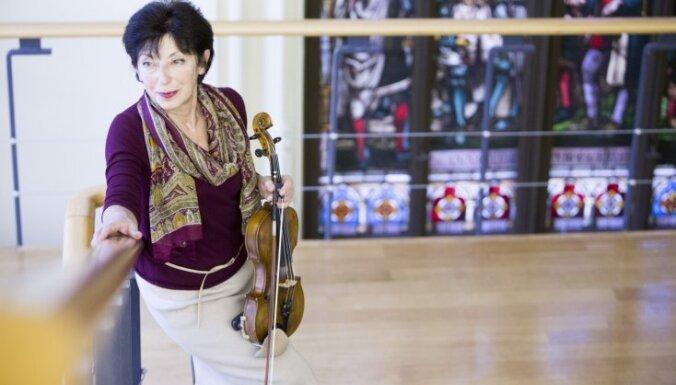 Vijole vai puantes. Mūziķe Nellija Sarkisjana par Sinaiski, baletu un zīda apgleznošanu