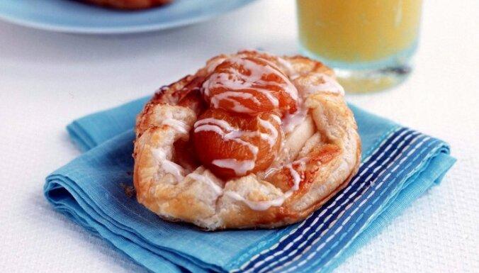 Kārtainās mīklas maizītes ar aprikozēm