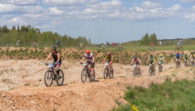 Foto: Muižnieks un Ardava plūc laurus Latvijas valsts mežu MTB maratona Talsu etapā