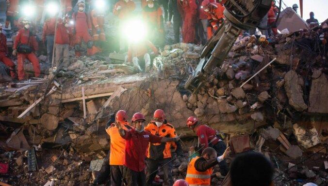 Turcijas rietumos un Grieķijā spēcīgā zemestrīcē gājuši bojā 37 cilvēki