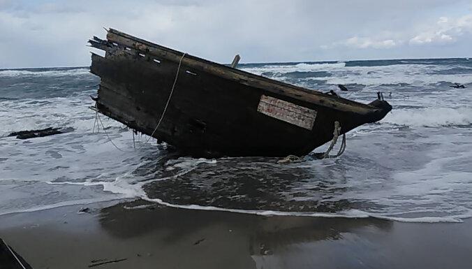 Japānas salā atrasta laiva ar vairāku cilvēku līķiem