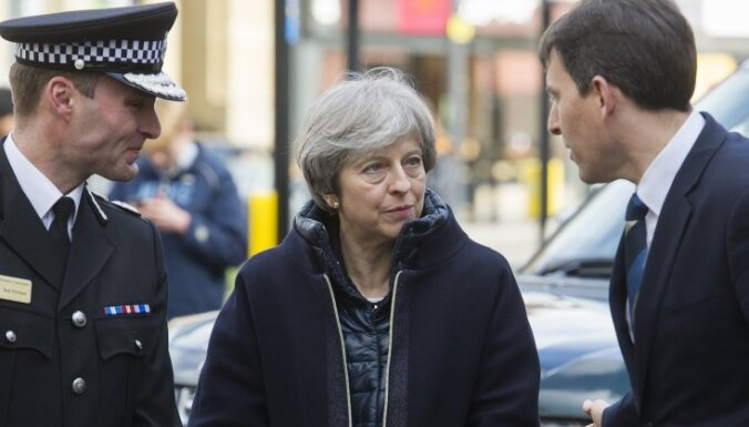 Мэй: для участия Британии в операции в Сирии надо больше доказательств химатаки