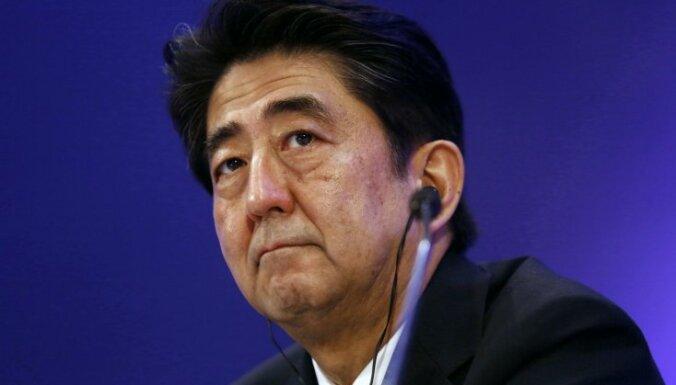 Японского премьера избивают перед принятием решений