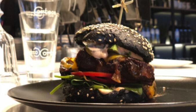 Melnais burgers ar plucinātu liellopa gaļu