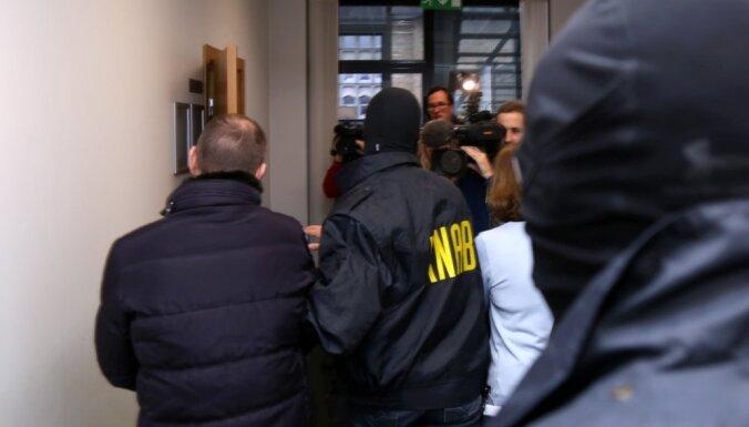 'Rīgas satiksmes' korupcijas skandāls: apcietināti pieci no sešiem KNAB aizturētajiem
