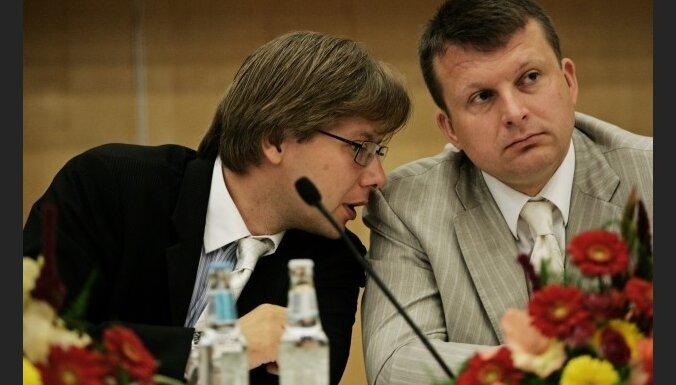 Ушакову и Шлесерсу урезали зарплаты