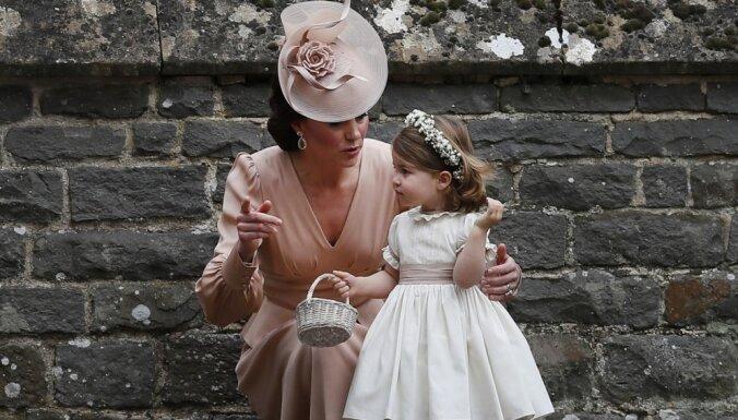 Foto: Karaliskie ķipari apbur kāzu viesus