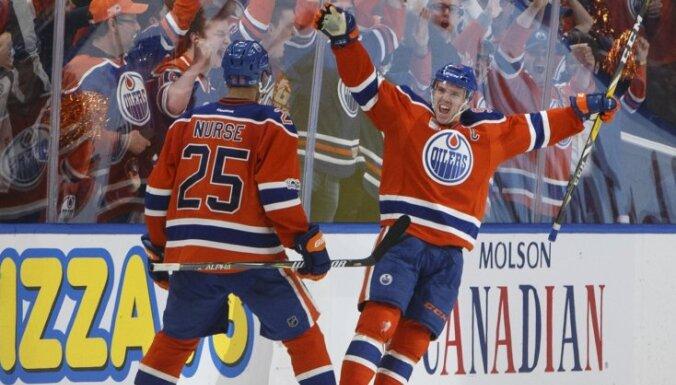 Edmontonas 'Oilers' izcīna pirmo 'play-off' uzvaru 11 gadu laikā