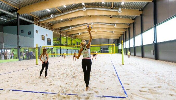 Foto: Mārupes novadā atklāts Eiropā modernākais pludmales sporta centrs