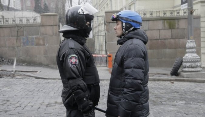 Винькеле и Домбрава съездят на Украину