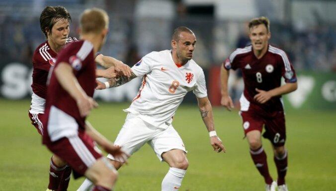 Продержавшись полтора тайма, сборная Латвии вновь уступила голландцам