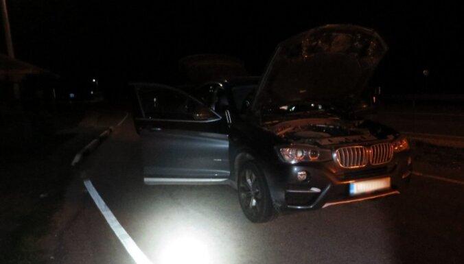 Латвиец на BMW на большой скорости прорвал латвийско-эстонскую границу