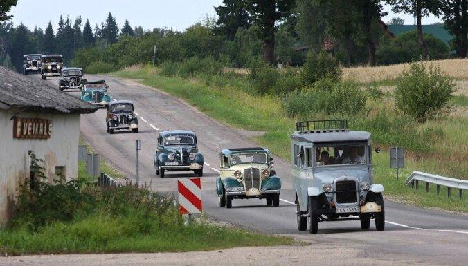 ФОТО: Сегодня состоится слет и пробег ретроавтомобилей до Цесиса