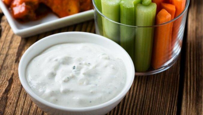 Grieķu jogurta mērce ar zilo sieru