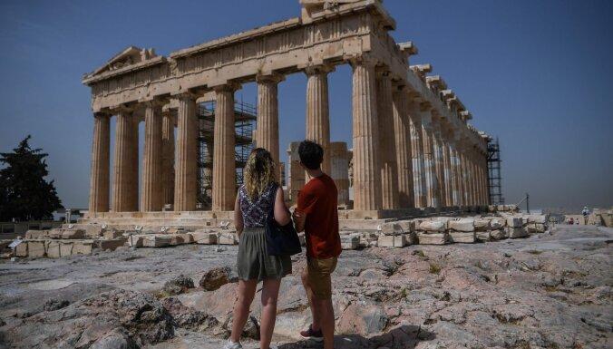 Covid-19: Grieķija ļaus iebraukt vakcīnu saņēmušiem tūristiem