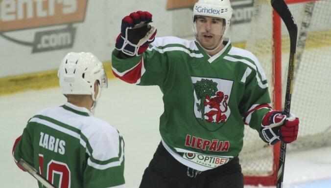 'Liepājas' hokejisti debijas sezonā izcīna Latvijas čempionāta bronzu
