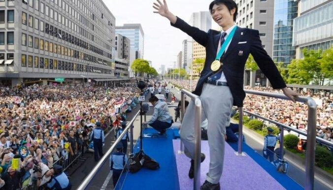 Olimpisko čempionu daiļslidošanā Hanju viņa dzimtajā pilsētā sveic 108 tūkstoši atbalstītāju