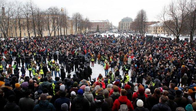 В крупных городах России люди вышли на улицы в поддержку Навального, задержаны более 4 тысяч человек