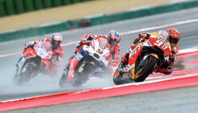 Markess uzvar 'MotoGP' posmā Sanmarīno, kopvērtējumā panākot Doviciozo