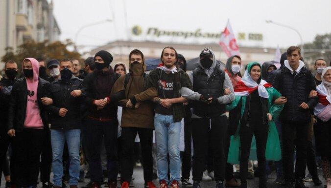 Baltkrievijas iekšlietu ministrs dod mājienu par potenciāli letāla spēka izmantošanu pret protestētājiem