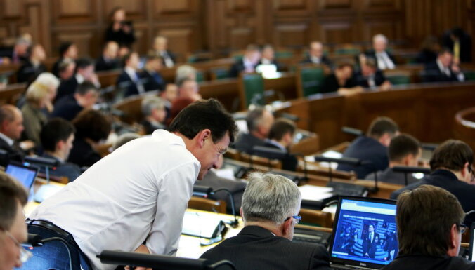 Нацобъединение предлагает не повышать зарплату депутатов Сейма