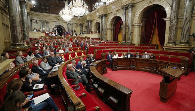 Katalonijā separātistu nevienprātības dēļ sašķeļas valdība