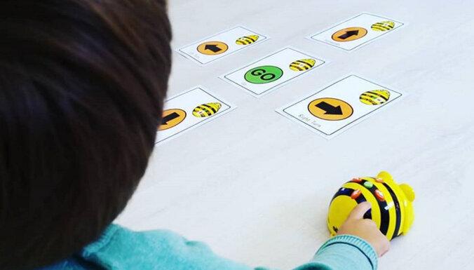 В Лиепае осваивают новый метод преподавания — математике и азам программирования детей учат роботы-пчелки