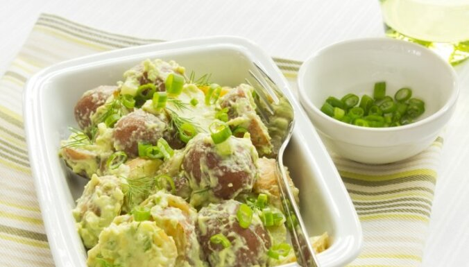 Картофельный салат с кремовым авокадовым соусом