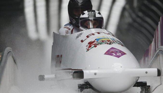 Первый старт в сезоне принес латвийским бобслеистам серебро в Лейк-Плэсиде
