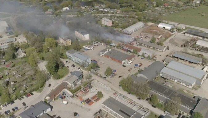Lokalizēts paaugstinātas bīstamības ugunsgrēks Grobiņā (plkst. 19.30)