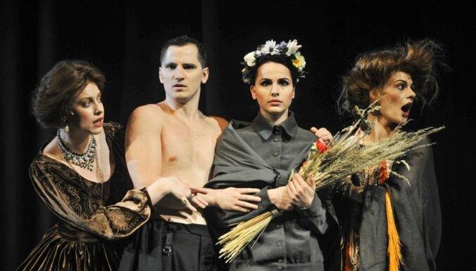 Foto: 'Peldošie-ceļojošie' turpina savu dzīvi Dailes teātrī