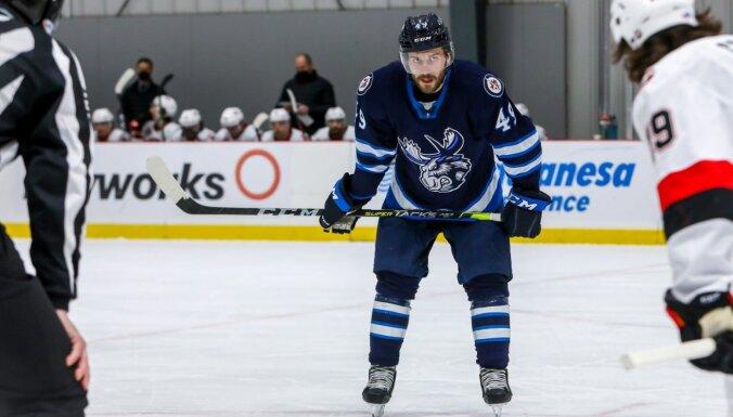 Eglem eleganta rezultatīva piespēle zaudētā AHL spēlē