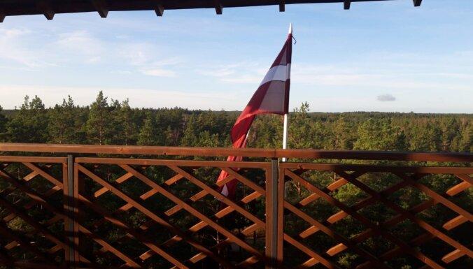 Valsts svētku nedēļā vairākos skatu torņos plīvo Latvijas karogi