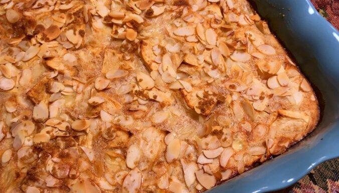 Ābolu kūka ar mandeļu skaidiņām
