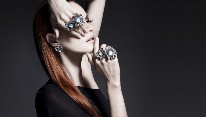 ФОТО: Серебряные украшения, которые носят короли, можно приобрести и в Риге