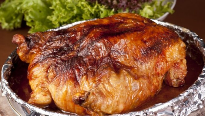 Sulīgs vistas cepetis majonēzē ar ķiplokiem