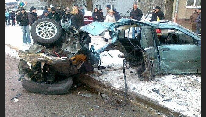 Avārijā Rīgā smagi cietuši trīs cilvēki