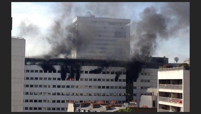 """ФОТО: В Париже горит здание """"Radio France"""", был слышен взрыв"""
