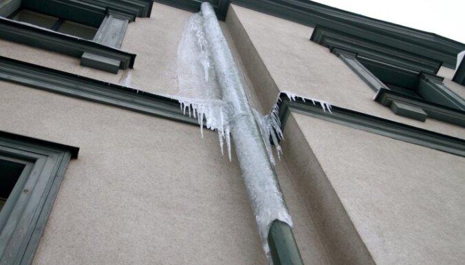 Daugavpilī iedzīvotājus izglītos par tekošu jumtu un lāsteku problēmām