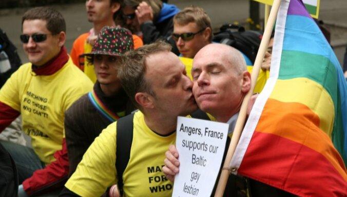 Ушаков: у Рижской думы нет оснований запрещать гей-парад