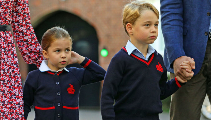 Foto: Mazā britu princese Šarlote uzsāk skolas gaitas