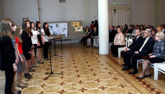 Zatlers: nezinot Latvijas vēsturi, nav iespējams vadīt valsti