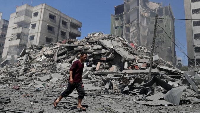 Izraēlas gaisa uzlidojumos Gazā svētdien gājuši bojā 42 cilvēki