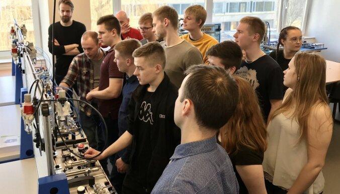 RTU studenti un pētnieki apgūs pneimatikas pamatus jaunā laboratorijā